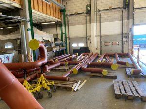 geprefabriceerd leidingwerk gereed voor transport richting Schiphol